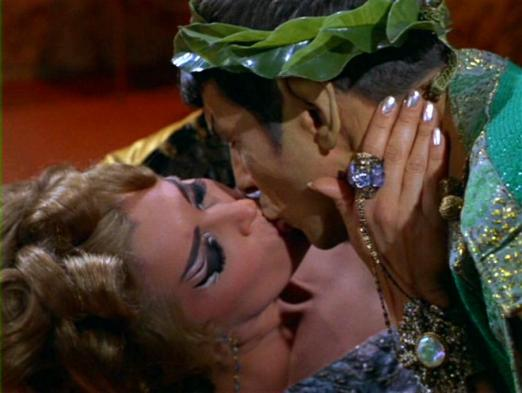 Chapel_and_Spock_kiss